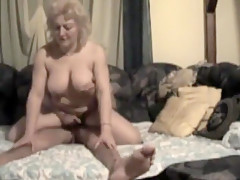 Messing her missionary and cumming inside her vagina that i