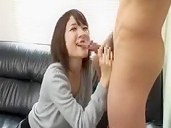 Beautiful Japanese girl sends her lips working their magic