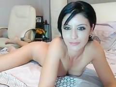 Beauty that is cam girl fingering her pussy foryou