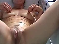 Belgian older slutwife works in the bath