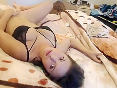 Stunning young babe spreads her legs to let in a vicious wa