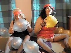 KINKY GILFS WITH BALLOONS!