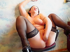 Mature Milf Makes Herself Fisting On A Chair