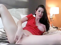 Horny Milf Shows How She Rubs Twat