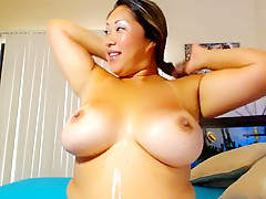 Curvyasian_on_white webcam show at 07/08/15 22:43 from Chaturbate