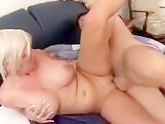 Ältere Blondine mit XXL Titten