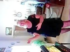 Mamie Danse Et Se Touche La Chatte