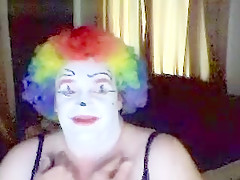 Clown Slut Offers Oral Satisifcation To Women An...