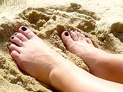 Pies En La Playa -- Feet On The Beach