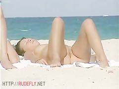Quick nudist  girl jiggly ass beach spy