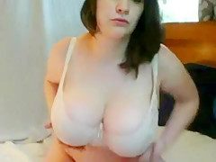 Curvy Girl Shaking Her Tits - part 1
