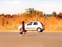 Prostitutas flagradas peladas na rua