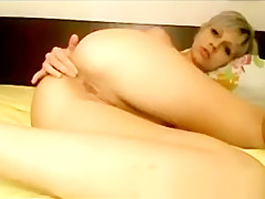 She rides a big chunky cock up her ass with ease