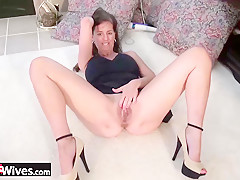 USAwives Nice Mature Ladies Solo Showoff Footages