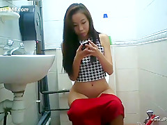 chinese girls go to toilet.71
