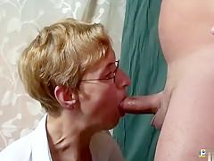 De lesbische Petra wordt verrast door haar schoonzoon
