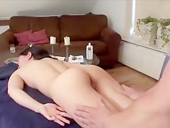 Porno Bob paalt een Aziatisch mokkeltje anaal