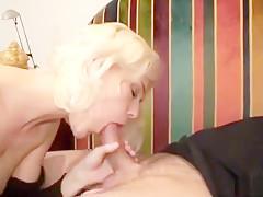 Koos hypnotiseert de Vlaamse blondine en maakt misbruik van de situatie!