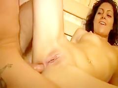Couple amateur français se rencontre dans un sauna pour libertin, pour une baise torride et douloureuse dans cette vidéo porno très chaude.