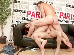 Emeline, cette jeune rouquine de 20 ans débute dans le porno, la coquine est une vraie libertine et se fait baiser par deux grosses bites devant la caméra.