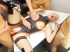 Amatrice sexhibe dans la rue avant la pipe
