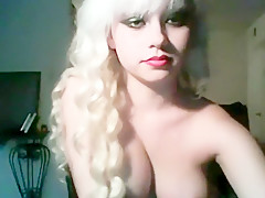 charming blondy shows her me...