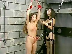 Mature loves bizarre thraldom scenes to stimulate her cunt