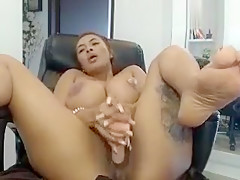 yungfang showed her shave pussy