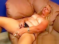 Horny mature babe toy fucking