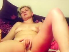 Outdoor masturbation of sexy amateur milf showing