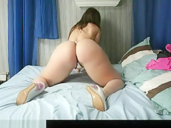 Girl Works That Fine Piece Of Ass On Webcam