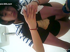 chinese girls go to toilet.83