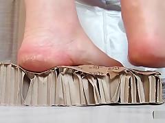 corrugated cardboard crush