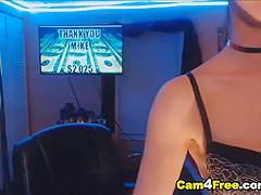 Kinky Chick Makes Her Sweet Pussy Wet