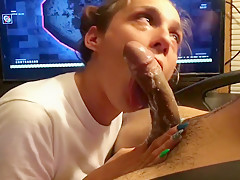 SURPRISE THROATPIE DURING BLACK OPS:4 (she cut it off ready to faint)