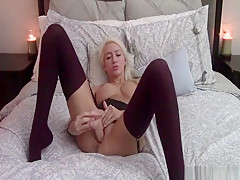 Seriously hot amateur blonde drills her pussy on webcam