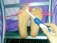 Tickling bare feet - Bondage in tickle chair