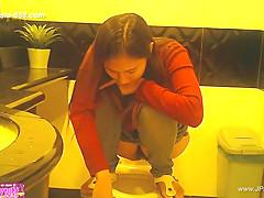 peeping taiwan girls go to toilet.8