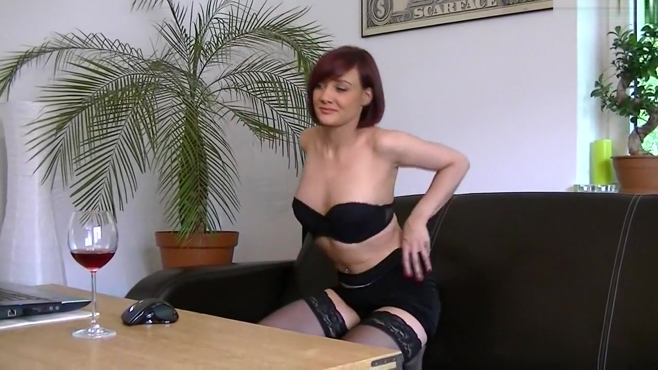 i'm posing in stockings in my sexy amatur porn video | hclips