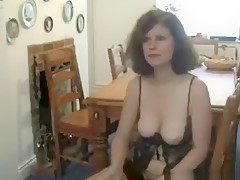 Dirty british milf gets her cum