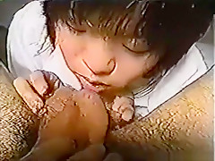 Super cute asian girl makes her first sextape