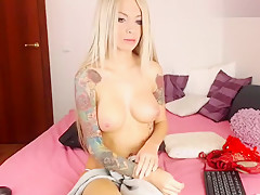 Sexy babe Dearmyself shows her panties