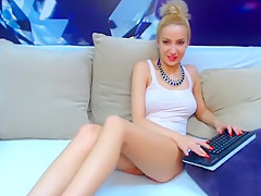 Blonde ChristieSweety plays with her holes