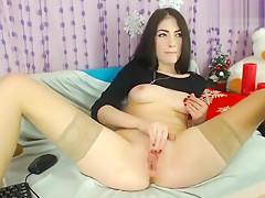 Cutie IsabelleN fucks herself in the pussy
