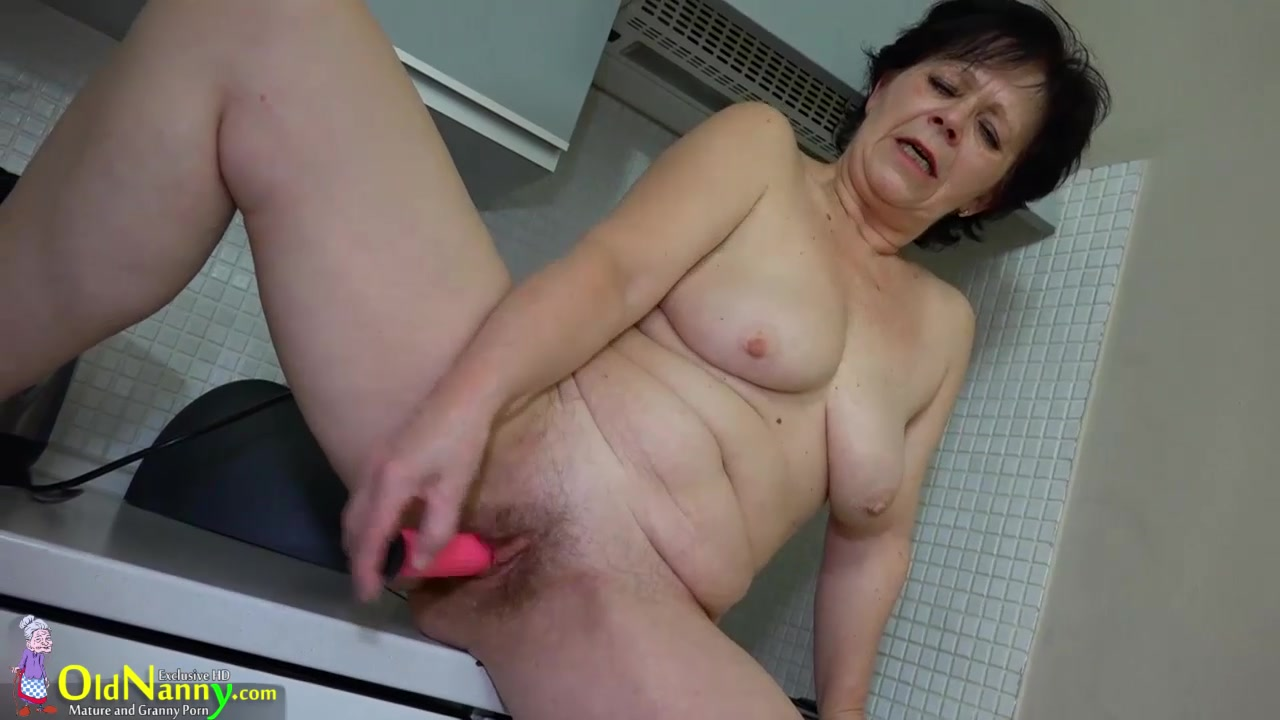granny mature preview - naked photo