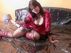 Mehrfach Squirt und Orgasmus viel Saft im Lackbett