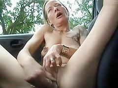 Im Auto selbst gefickt
