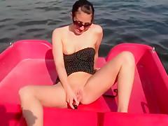 Perverse Trettbootspiele - Pussy im Orgasmusrausch