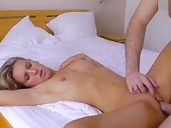 Aktmodel kriegt Creampie nach Orgasmus!