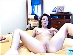 Sofhia Bonks and Rubs her Juicy Slit